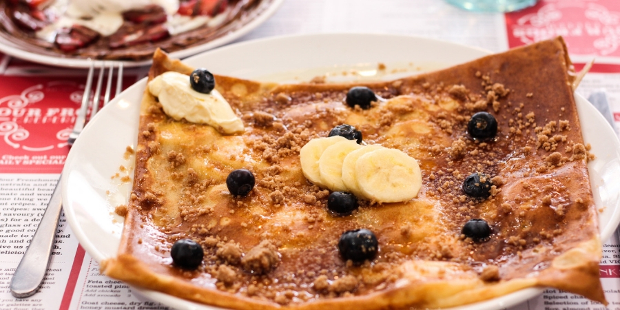 Four Frogs creperie - bluberry crepe