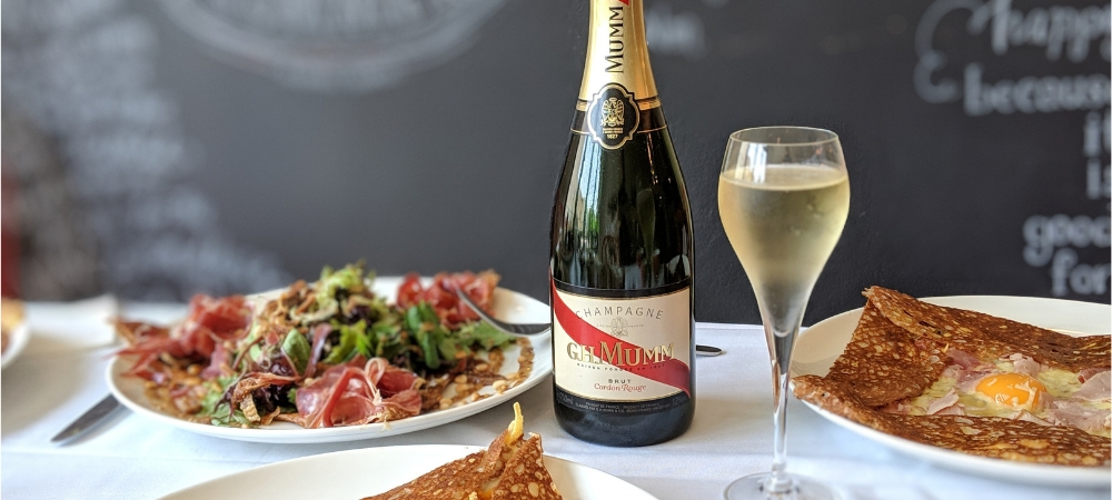 Four Frogs Creperie - Mumm champagne